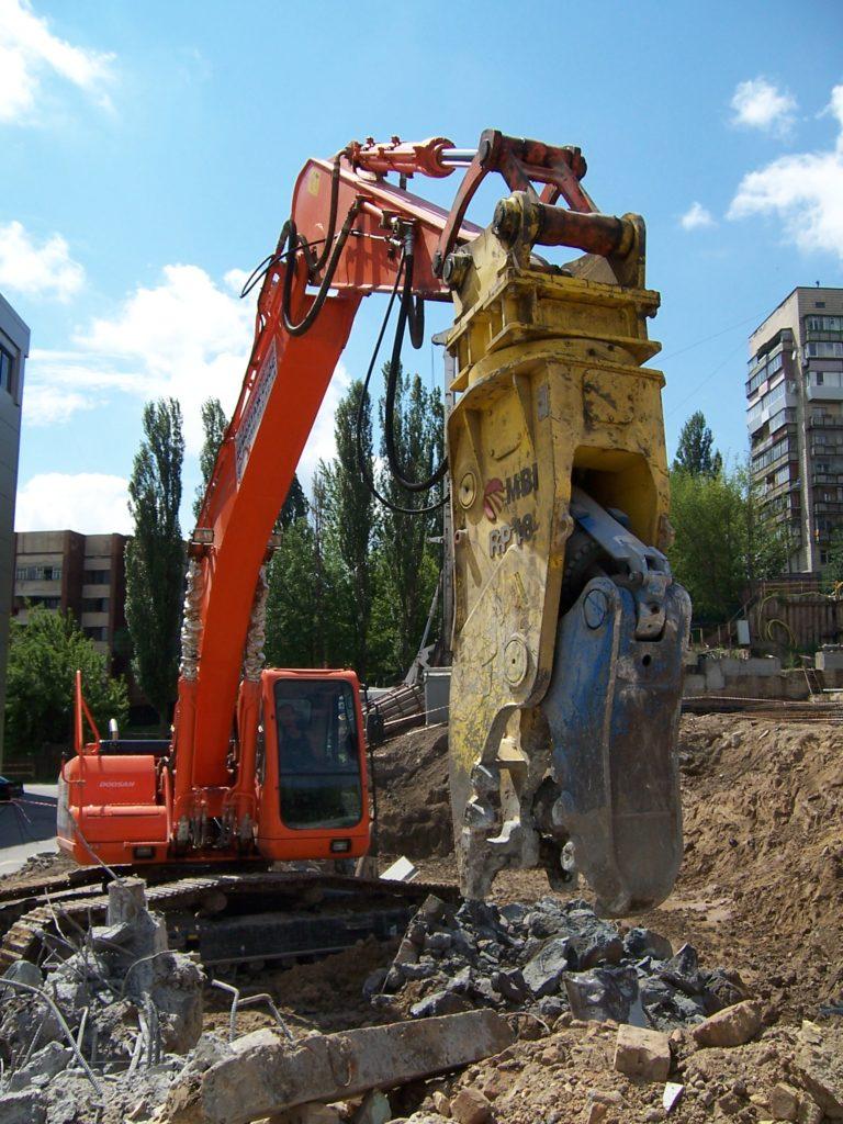 Техника для демонтажа фундаментов