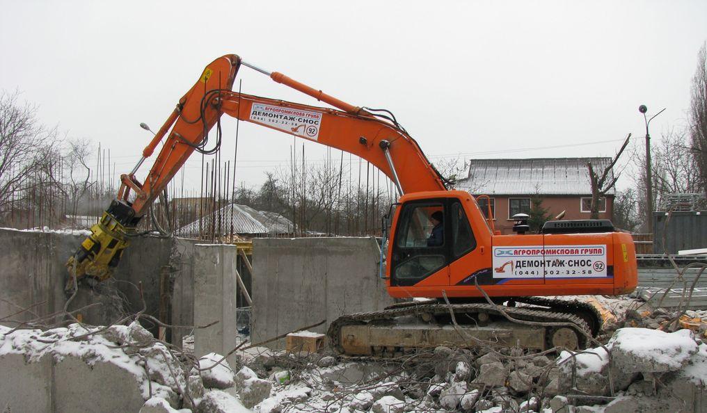 Демонтаж будівлі гідроножницями